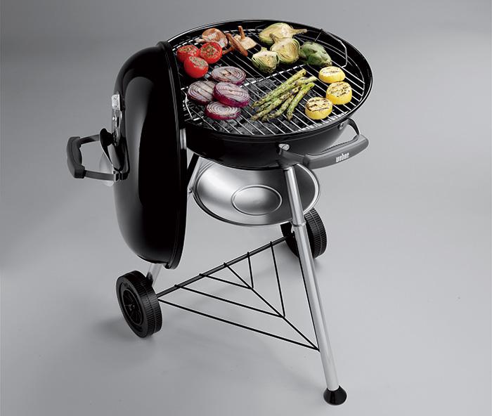 Le Barbecue Weber Compact Kettle possède une grille de cuisson de 47cm idéal pour 6 personnes