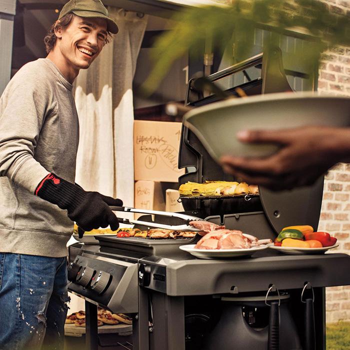 Le barbecue Weber Genesis est un barbecue à gaz haut de gamme