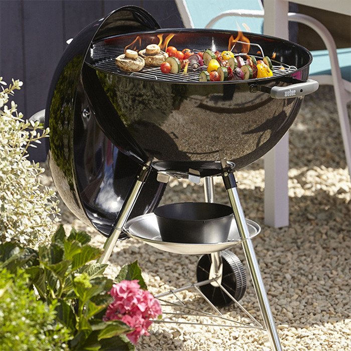 barbecue weber bar b kettle 57cm raviday barbecue. Black Bedroom Furniture Sets. Home Design Ideas