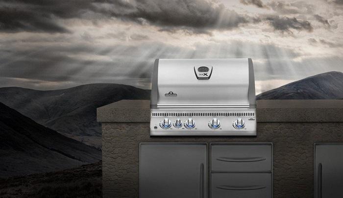 Barbecue à gaz Napoleon BILEX 485 encastrable ambiance
