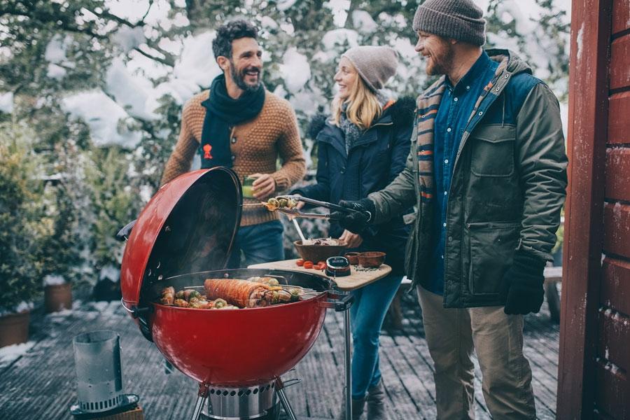 Barbecue Weber Master-Touch Edition limitée pour cuisiner en hiver