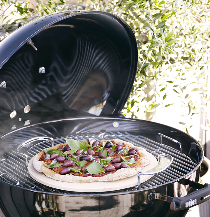 pierre pizza weber pour gourmet bbq system. Black Bedroom Furniture Sets. Home Design Ideas